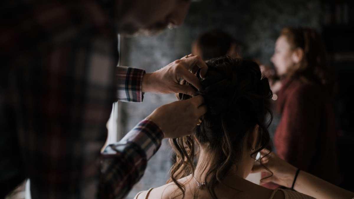 Les preparatifs Mariage au Pays basque séance d'engagement couple elopement france Le meilleur photographe de mariage en Finistère Brest Morlaix Quimper