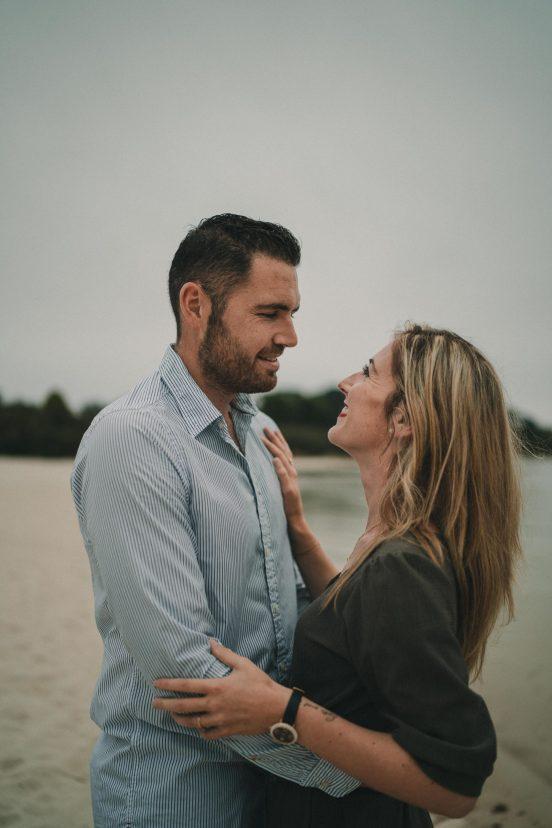 Photo de séance couple à Porspoder photographe mariage brest