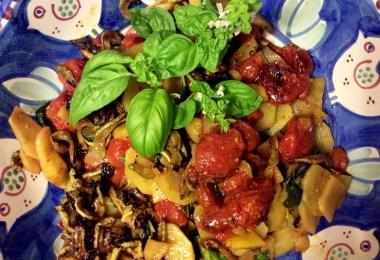 """Una ricetta improvvisata: le prime zucchine, le patate """"seccagne"""" di Serino appena raccolte, i pomodori freschi. A cura di Paolo Parisi"""