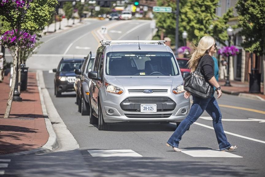 Ford e Virginia Tech all'opera per sviluppare un linguaggio che consenta ai veicoli a guida autonoma di comunicare con gli utenti della strada