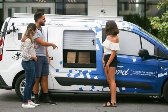 Ford e Postmates sperimentano a Miami l'utilizzo di veicoli a guida autonoma per le consegneon demand