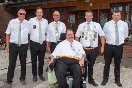 v.l.n.r.:Jürgen Buschhaus, Michael Janssen, Rainer Koppers, Adjutant Peter Cuylen, Stadtbundkönig Thorsten Janssen undThomas Nolden