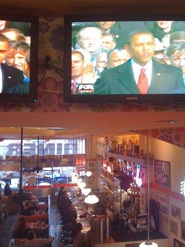 obama-in-big-daddys-diner