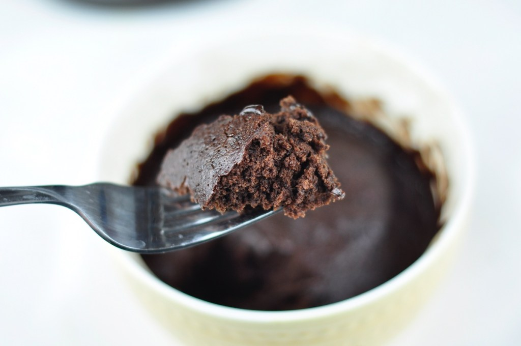 MICROWAVE CHOCOLATE CAKE IN 2 MINS