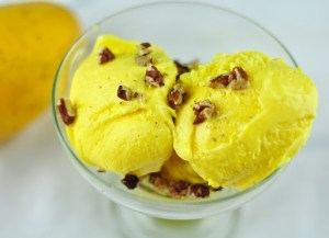 MANGO ICE CREAM – HOMEMADE ICE CREAM WITH FRESH MANGOES