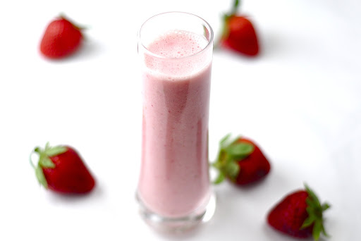 STRAWBERRY ORANGE BREAKFAST SMOOTHIE