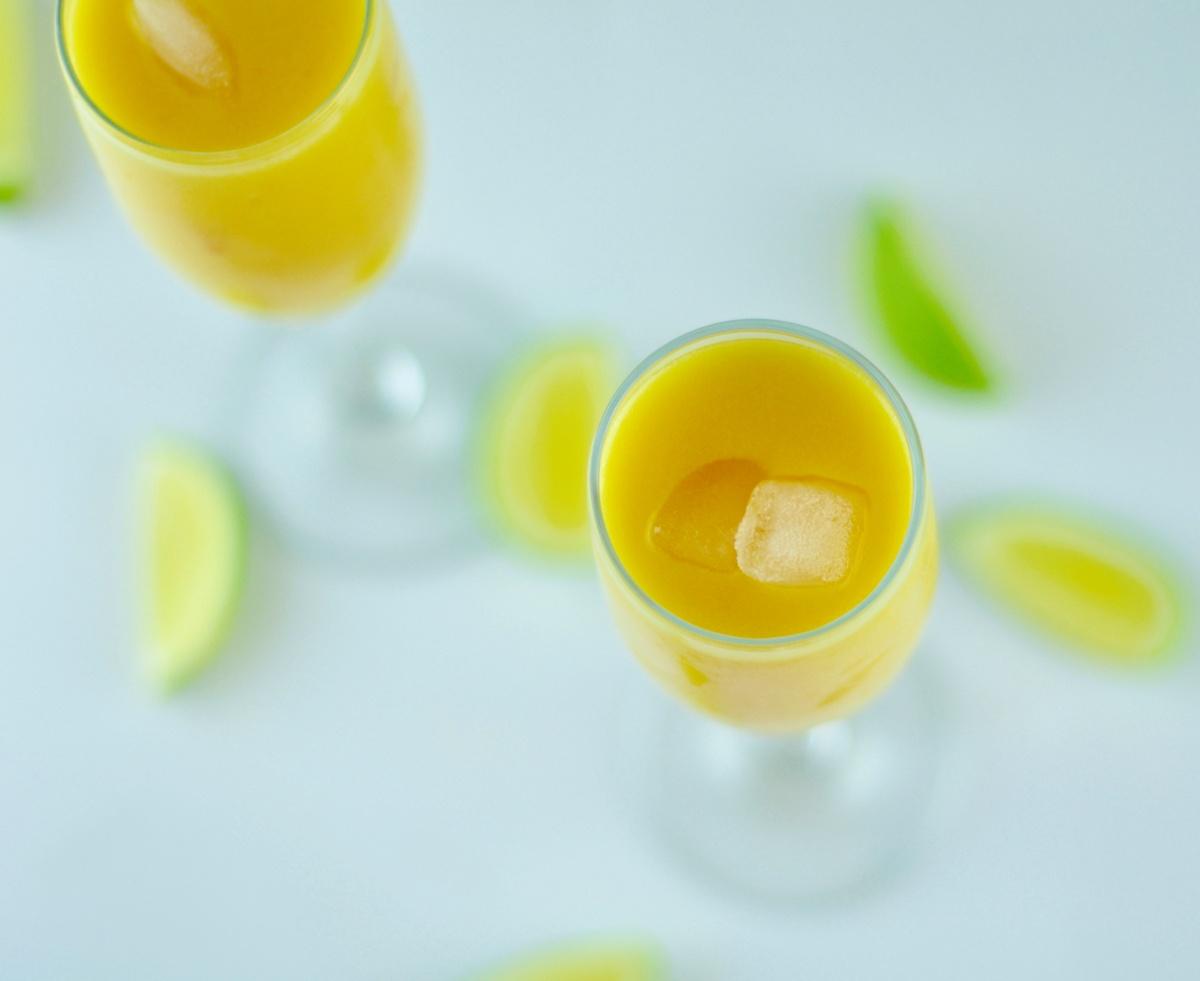 peach mango cocktail