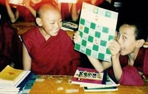 Tibetaanse jongens in school klooster Sera Jey India