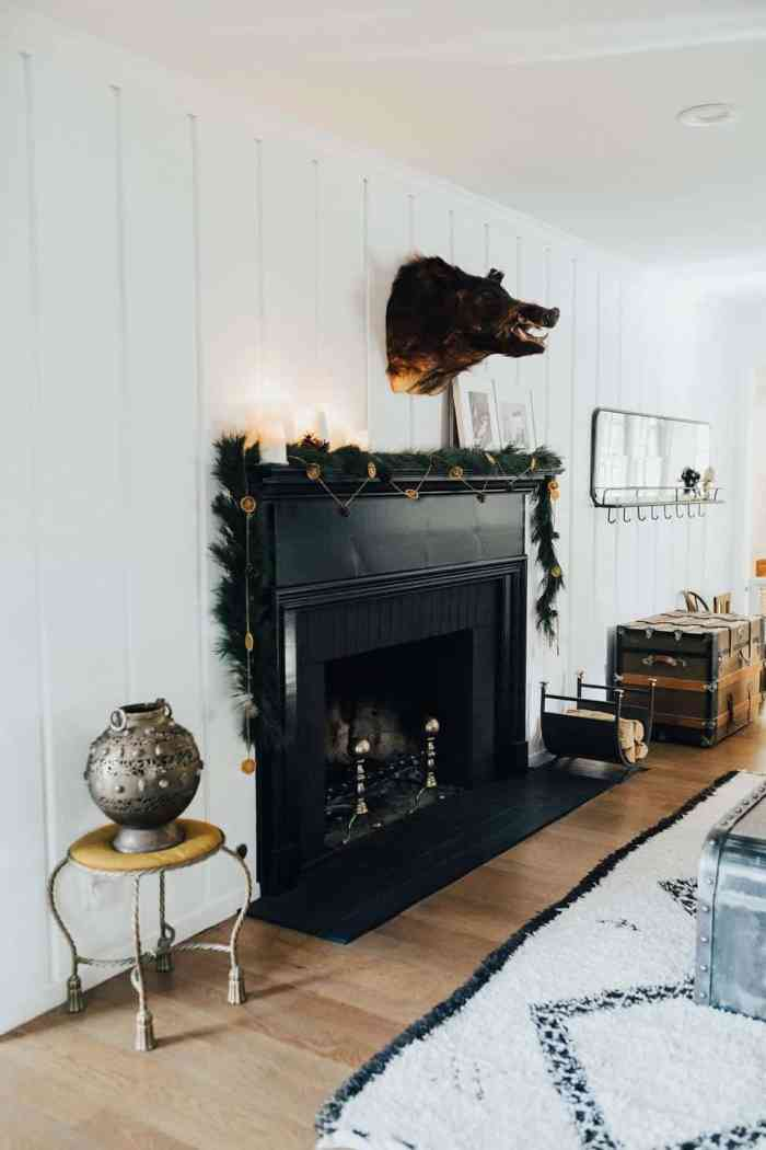 holiday fireplace decor ideas 11