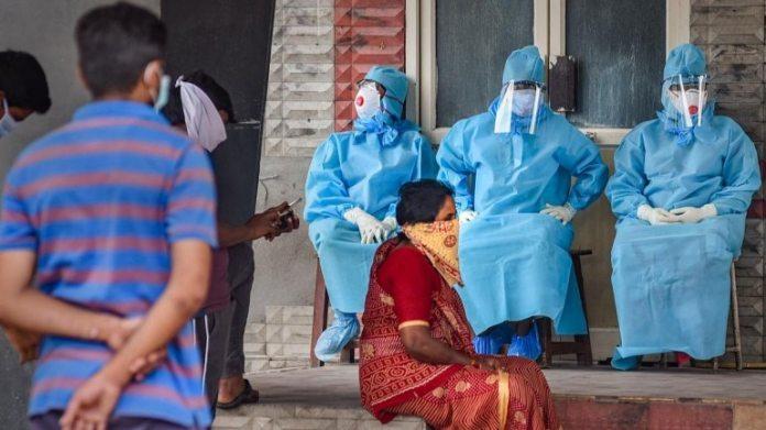 स्वास्थ्य अधिकारियों ने 20 अप्रैल को विजयवाड़ा में फोटो खिंचवाई