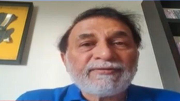 सुनील गावस्कर ने कोरोनोवायरस लॉकडाउन के दौरान घर पर रहते हुए दाढ़ी बढ़ाई है