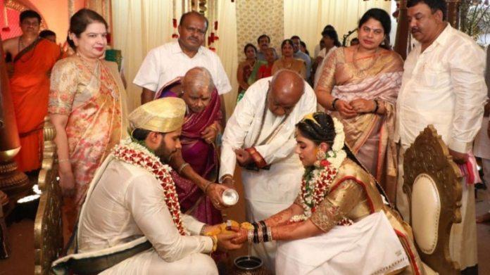 17 अप्रैल को हुई शादी की तस्वीर