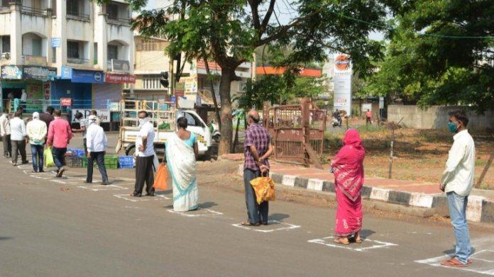25 मार्च को महाराष्ट्र के कराड में सामाजिक गड़बड़ी को देखते हुए स्थानीय लोग