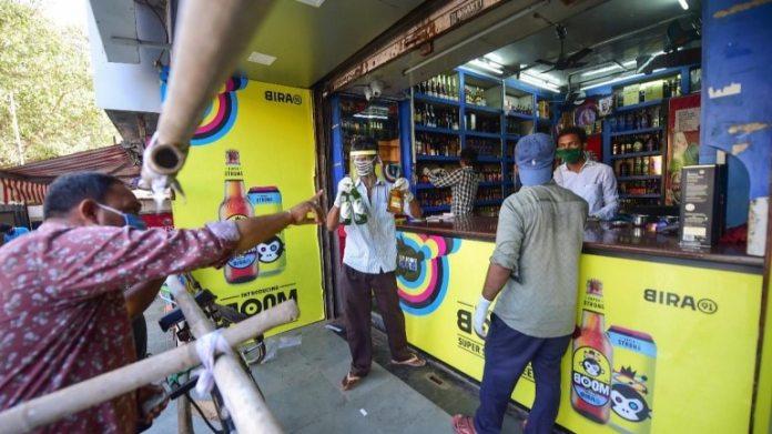 हैदराबाद में एक शराब की दुकान की फाइल फोटो
