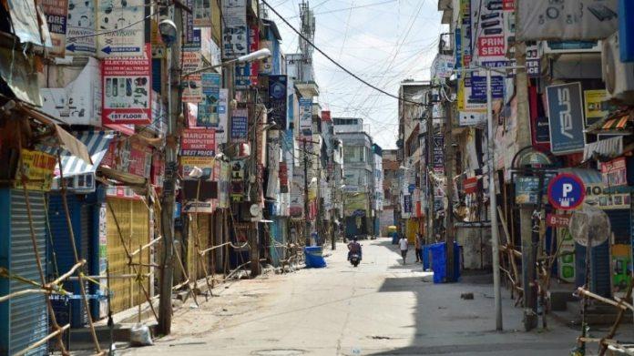 बेंगलुरु में सरदार पटरप्पा सड़क 27 जून को एक निर्जन रूप धारण करती है