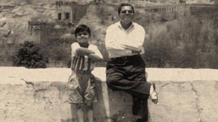 विराट कोहली ने फादर्स डे 2020 (@imVkohli Photo) पर अपनी और अपने दिवंगत पिता की एक थकाऊ फोटो शेयर की