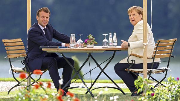 इमैनुएल मैक्रॉन और एंजेला मर्केल जर्मनी से आगे यूरोपीय संघ के घूर्णन राष्ट्रपति पद पर ले रहे हैं
