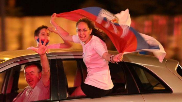 पोपगोरिका, मोंटेनेग्रो में 31 अगस्त को विपक्षी समर्थक चुनाव परिणाम मनाते हैं