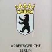 Arbeitsgericht Berlin - Schild - klein - am Eingang