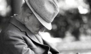 anziano che dorme