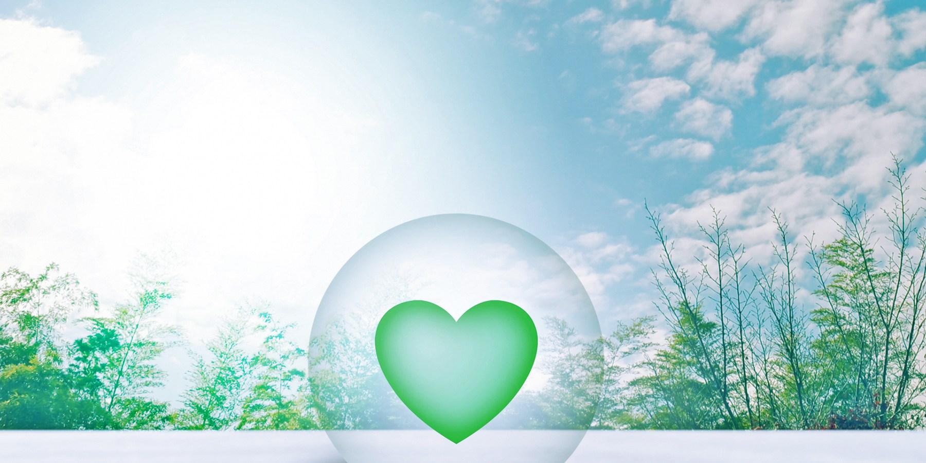 球体の中に入った緑のハート