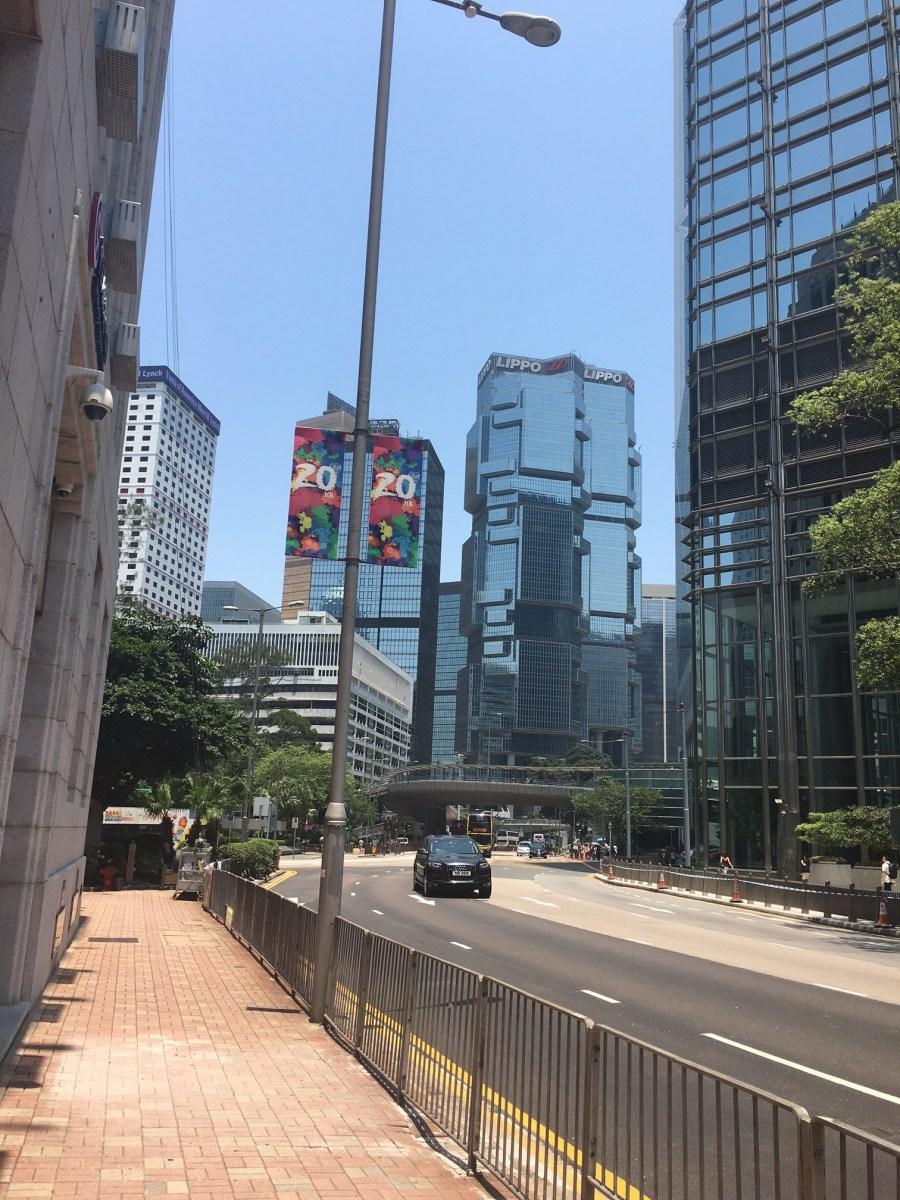 香港でオークション下見など。