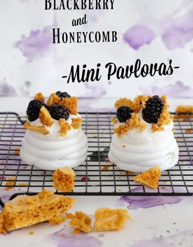 Minies Pavlovas aux mûres et au Honeycomb (Blackberry and Honeycomb Mini Pavlovas + The ultimate guide to making perfect pavlovas)