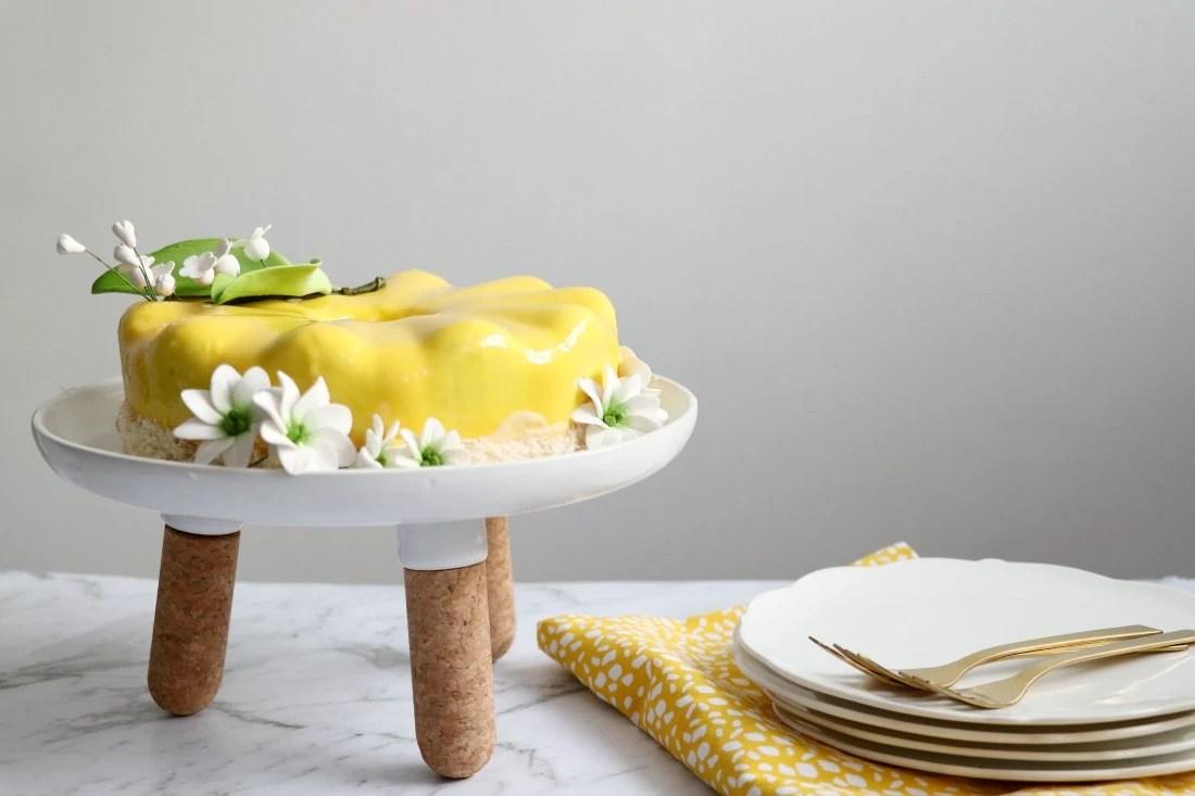 Entremet aux fruits de la passion et à la Fève de Tonka (Passionfruit and Tonka Entremet)