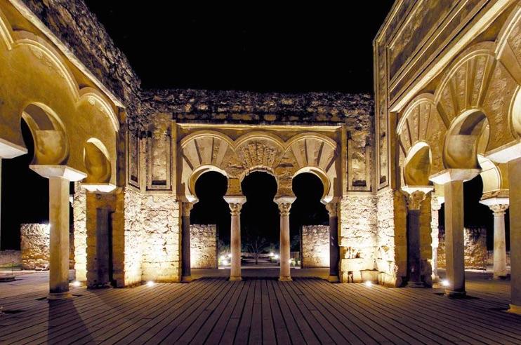 Visita Medina Azahara de Córdoba por la noche