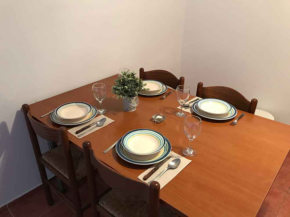 Dining table in Apartment 2