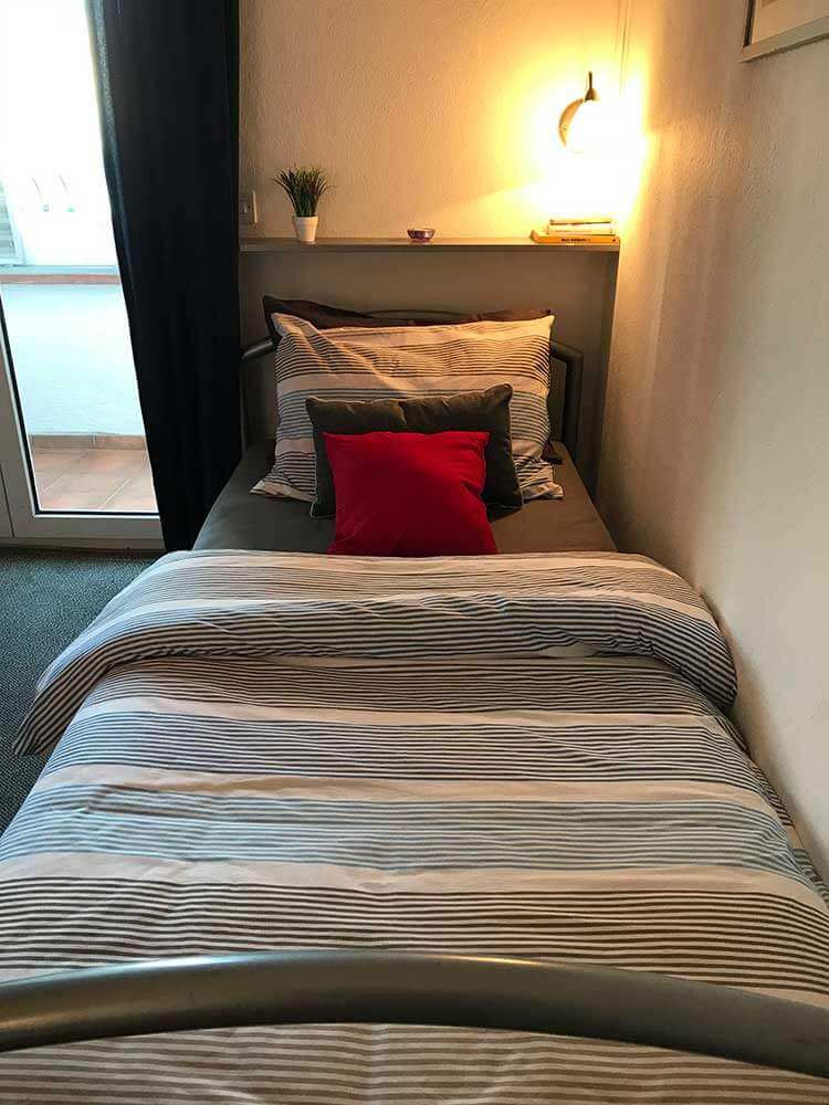 Single bed in bedroom in Apartment 1, Apartmani Smiljana in Primosten
