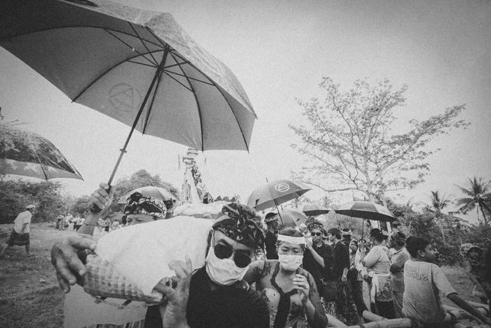 Apel Photography - Street Photography - Journalist Photographers - Bali Masive Cremationan Ceremony - Ngaben di Nusa Penida - Bali Monochrome Photographers (36)