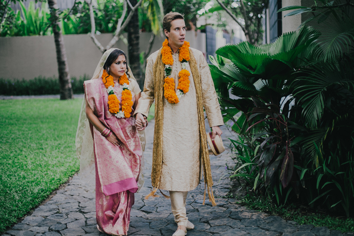 BaliWeddingPhotography - Wedding at Whotels - WRetreatandSpaBali - apel photography - indian ceremony hindus - photographers based in bali (13)