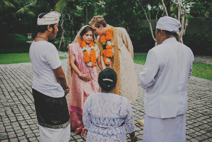 BaliWeddingPhotography - Wedding at Whotels - WRetreatandSpaBali - apel photography - indian ceremony hindus - photographers based in bali (14)