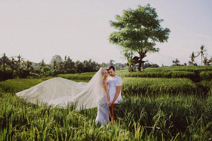 apelphotography - baliphotographers - weddingphotographers - honeymoonphotoinbali - postweddinginbali - baliweddingphotography (4)