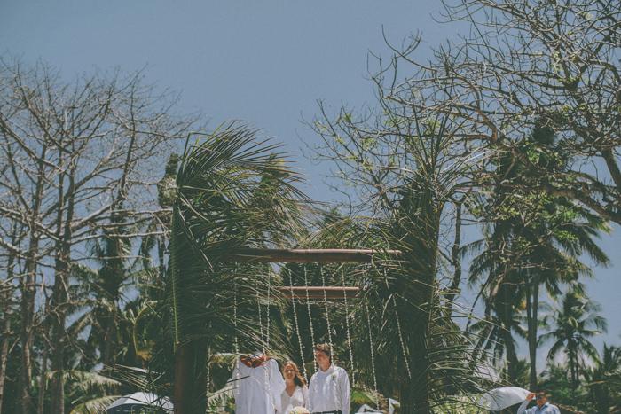 baliweddingphoto – weddingphotographers – destinationweddingbali – whitesandwedding – campuhanvillawedding – bestweddingphotographers (35)
