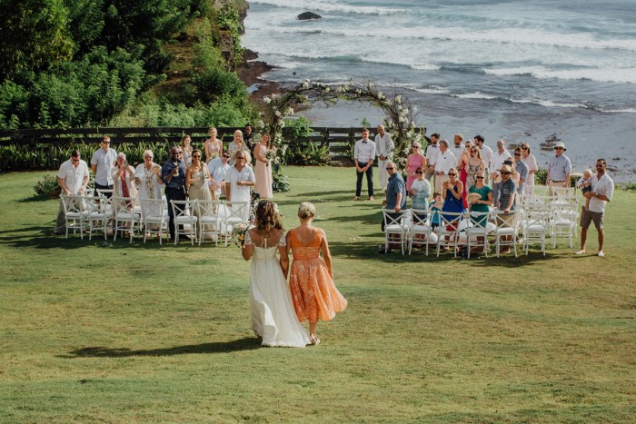 baliphotography-baliweddingphotographers-uluwatusurfvillawedding-lembonganwedding-lombokweddingphotography-pandeheryana_43
