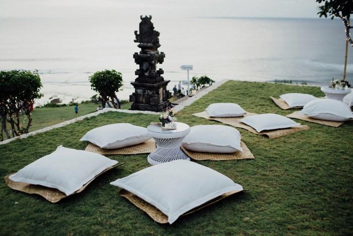 baliphotography-baliweddingphotographers-uluwatusurfvillawedding-lembonganwedding-lombokweddingphotography-pandeheryana_71_