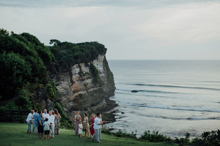 baliphotography-baliweddingphotographers-uluwatusurfvillawedding-lembonganwedding-lombokweddingphotography-pandeheryana_73