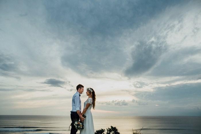 baliphotography-baliweddingphotographers-uluwatusurfvillawedding-lembonganwedding-lombokweddingphotography-pandeheryana_8_