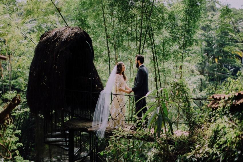 baliweddingphotographers-bambuindahresortubud-weddinginbali-weddingphotography-pandeheryana-bestweddingphotography-lombokweddingphoto-lembonganwedding-topweddingphotographersinbali-40