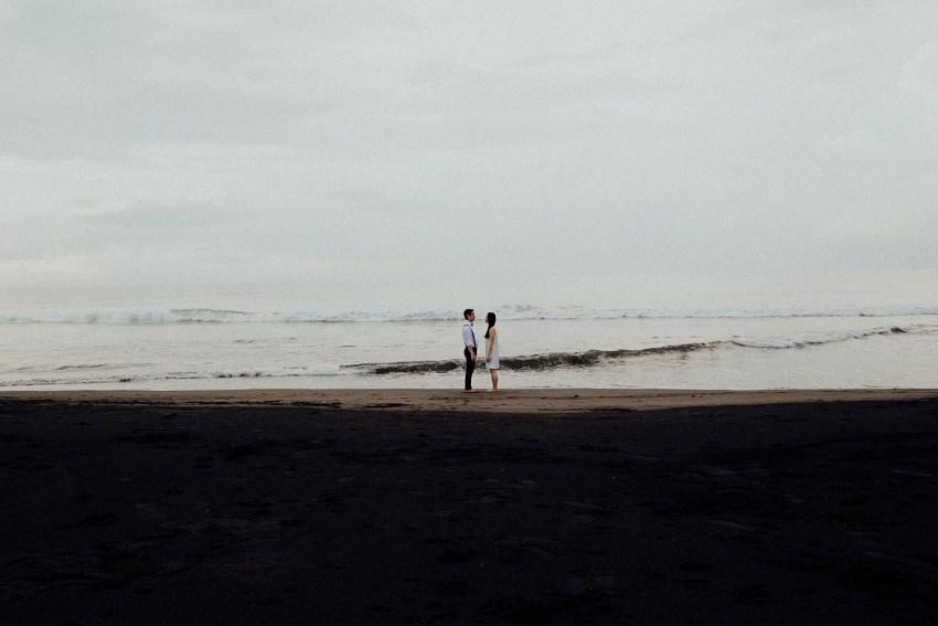 baliweddingphotographers-lembonganislandwedding-lombokweddingphotographers-pandeheryana-engagement-postweddinginbali-baliphotographers-11