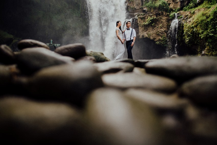 baliweddingphotographers-lembonganislandwedding-lombokweddingphotographers-pandeheryana-engagement-postweddinginbali-baliphotographers-21