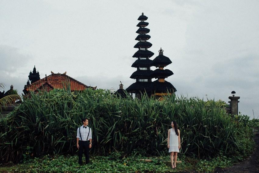 baliweddingphotographers-lembonganislandwedding-lombokweddingphotographers-pandeheryana-engagement-postweddinginbali-baliphotographers-9