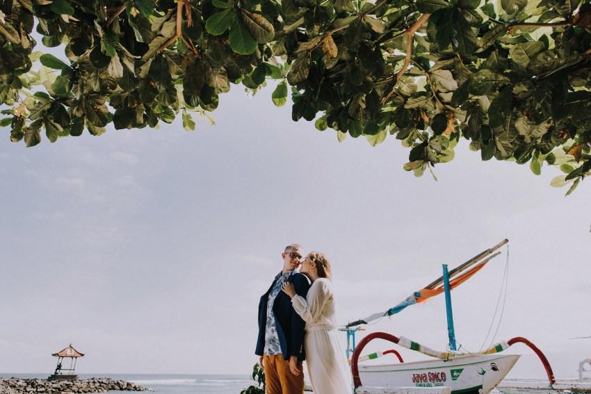 baliweddingphotographers-weddinginkarangasembukitasah-engagementphotography-elopmentweddinginbali-pandeheryana-lombokweddingphotographers-lembonganwedding-apelphotography-15