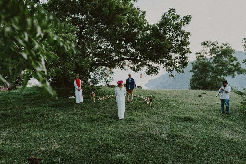 baliweddingphotographers-weddinginkarangasembukitasah-engagementphotography-elopmentweddinginbali-pandeheryana-lombokweddingphotographers-lembonganwedding-apelphotography-45