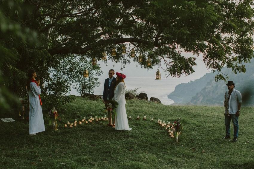 baliweddingphotographers-weddinginkarangasembukitasah-engagementphotography-elopmentweddinginbali-pandeheryana-lombokweddingphotographers-lembonganwedding-apelphotography-52