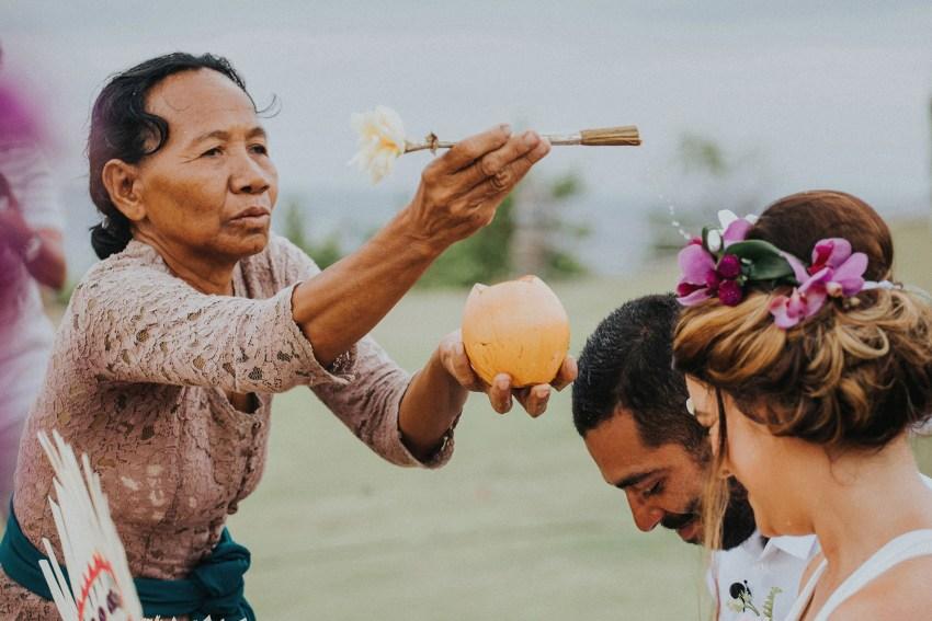 apelphotography-baliweddingphotography-lombokwedding-lembonganwedding-uouwatusurfvillawedding-bestweddingphotographersinbali_74