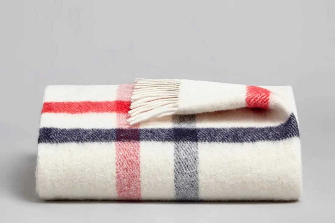 coze_web_blanket_danan_skyrose_folded