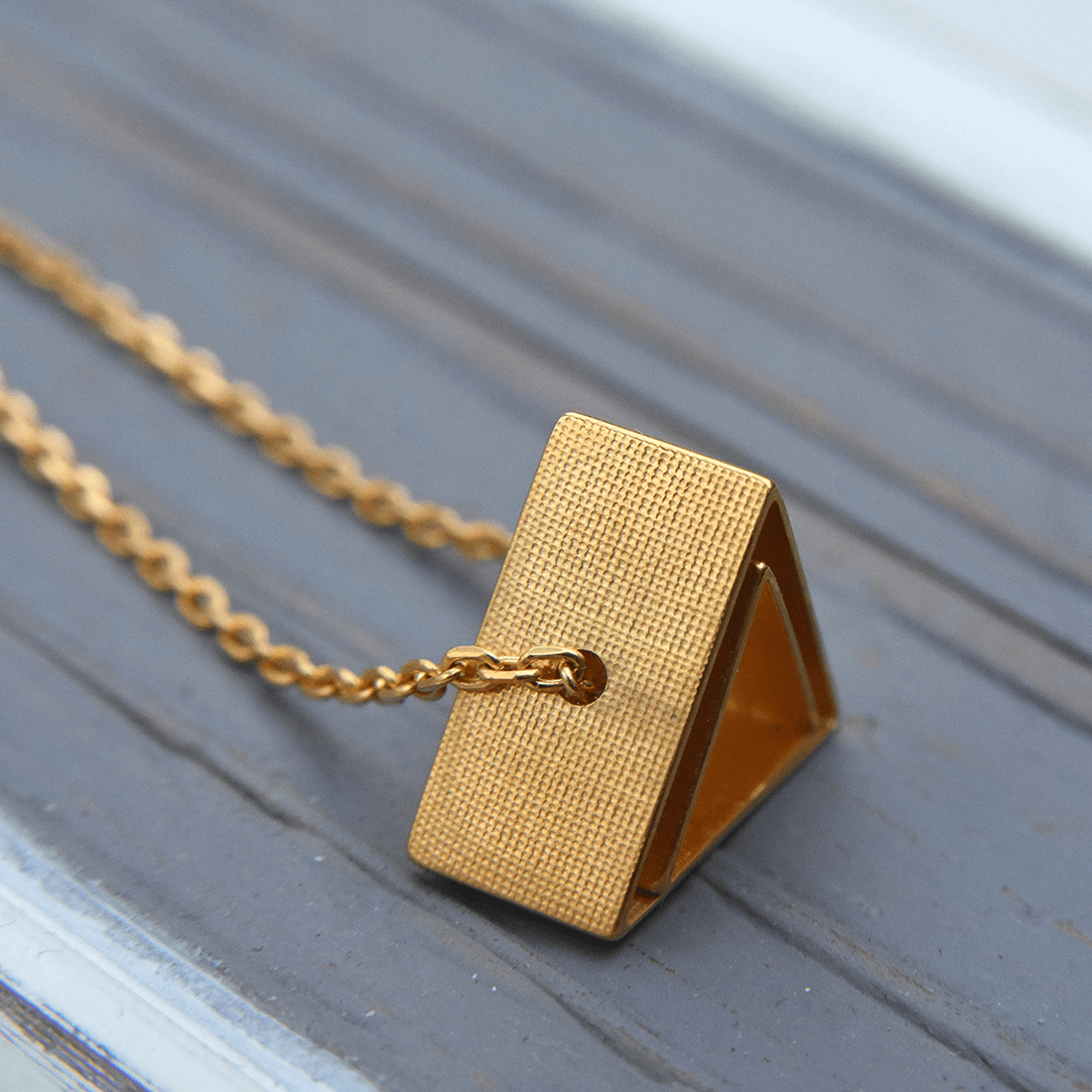 kei-tominaga-shape-in-shape-necklace-triangle-gold-6